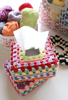 【動画・編み図あり】ハーフティッシュボックスカバーの編み方 – My Cup of Tea Tissue Box Covers, Tissue Boxes, Straw Bag, Knit Crochet, Crochet Patterns, Knitting, Diy, Handmade, Bags