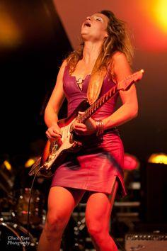 Ideas music instruments artwork plays for 2019 Bass, Women Of Rock, Guitar Girl, Female Guitarist, Music Artwork, Rock Chic, Rock And Roll, Cool Girl, Hot Girls