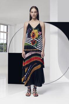 Mary Katrantzou Resort 2016 Fashion Show