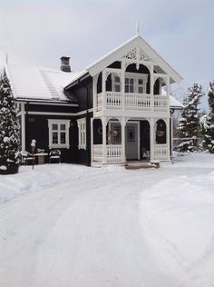 Huset vårt i sveitserstil fra og pusset opp siden 1998 Swedish Cottage, Swedish House, Beautiful Buildings, Beautiful Homes, Future House, My House, Scandinavian Home, House Goals, Victorian Homes