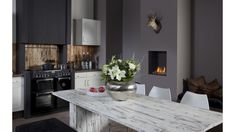 Is your home ready for a built-in fire, take a look at the benefits and the different types of fires provided by Faber on this page. Small Living Rooms, Decor, Contemporary Kitchen, Kitchen Remodel, Contemporary Kitchen Decor, Rustic Dining Table, Small Living Room Design, Living Room Designs, Apartment Interior