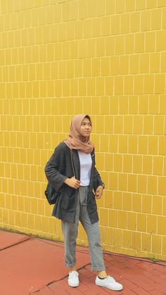 Hijab Fashion Summer, Modest Fashion Hijab, Modern Hijab Fashion, Street Hijab Fashion, Casual Hijab Outfit, Hijab Fashion Inspiration, Hijab Chic, Korean Street Fashion, Muslim Fashion
