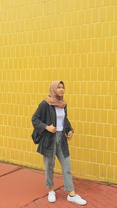 Hijab Fashion Summer, Modest Fashion Hijab, Modern Hijab Fashion, Street Hijab Fashion, Casual Hijab Outfit, Hijab Fashion Inspiration, Ootd Hijab, Hijab Chic, Korean Street Fashion
