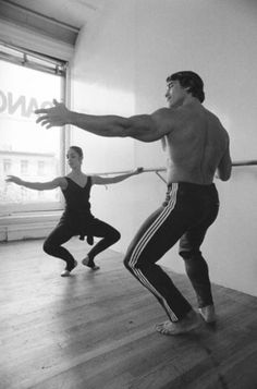 """"""" """"Arnold Schwarzenegger takes a ballet lesson from dancer Marianne Claire during filming of """"Pumping Iron,"""" a documentary film about bodybuilding, in New. Fitness Workouts, Fitness Diet, Health Fitness, Richard Gere, Bob Marley, Arnold Schwarzenegger Bodybuilding, Old Bodybuilder, Photos Rares, Pumping Iron"""