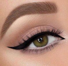 Perfect Winged Liner Look - Perfect Winged Liner Look - ., hacks for teens girl should know acne eyeliner for hair makeup skincare Eyeliner Make-up, Eyeshadow Makeup, Lip Makeup, Makeup Brushes, Matte Eyeshadow, Peachy Eyeshadow, Eyeliner Ideas, Eyeliner Hacks, Makeup Trends