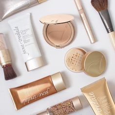 If you're looking to make lifestyle changes in 2017, start with your makeup. Visit our website to learn more about the jane iredale difference. #BeautywithBrilliance #janeiredale #flatlay #mineralmakeup #mineralfoundation #goodforyou #nonasties #crueltyfreebeauty #skinhealth #spfprotection #cleanbeauty