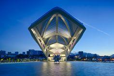 O Museu do Amanhã é o mais novo ponto de encontro no Rio de Janeiro. Sua obra, feita pelo arquiteto Santiago Calatrava, é um dos pontos altos da reurbanização do Píer Mauá.