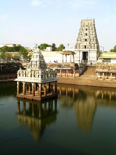 Kanchi Kamakshi temple - Kanchipuram, Tamilnadu, India The town of Kanchi was the capital of the ancient Pallavas. The The Kamakshi Amman temple at Kanchipuram is an ancient one and is associated with Aadi Sankaracharya of the 1st millennium CE. Hindu Cosmos