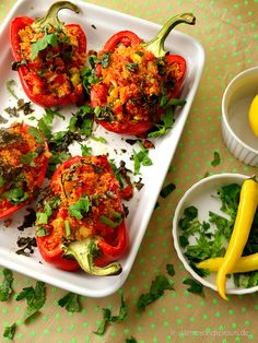 Vegan Stuffed Peppers nach Jamie Oliver Stuffed peppers from the oven – low carb, low fat and vegan. After a recipe from Jamie Oliver Jamie Oliver, Low Calorie Recipes, Healthy Dinner Recipes, Vegetarian Recipes, Summer Recipes, Vegan Snacks, Vegan Dinners, Veggie Stuffed Peppers, Clean Eating Chicken