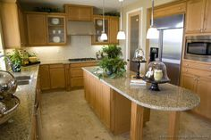 Traditional Light Wood Kitchen Cabinets #08 (Kitchen-Design-Ideas.org)