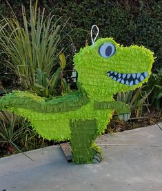 T-Rex Dinosaur Pinata Birthday Pinata, 5th Birthday Party Ideas, Dinosaur Birthday Party, Baby Birthday, Birthday Party Decorations, Festa Jurassic Park, Dinosaur Party Supplies, Bird Party, T Rex