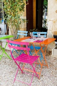 Kleuren - Kleur - Tuin - Colorfull - Color - Colors - Colour - Garden ♥ Bistro Set Please note theses are images we like and not actual products from Kingdom of Love. Outdoor Rooms, Outdoor Living, Outdoor Decor, Colorful Interior Design, Colorful Interiors, Patio Balcony Ideas, Garden Furniture, Outdoor Furniture Sets, Porch Garden