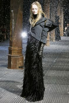 Moncler Gamme Rouge Fall 2011 Ready-to-Wear Fashion Show 8406eefcaa8