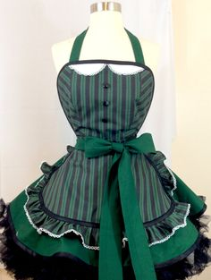 Etsy の Haunted Mansion Maid Pin Up Apron by SassyFrasCollection