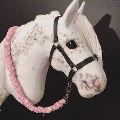 Nyt on ponilla varusteita! Horse Stalls, Horse Tack, Stick Horses, Horse Party, Horse Birthday, Hobby Horse, Horse Crafts, Breyer Horses, Horse Photos