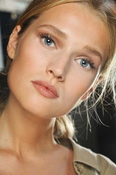 Wedding Ideas: pretty-makeup-peach-lips