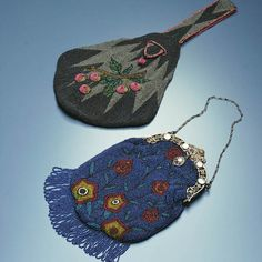 polychrome beads with motif of cherry fruit and branch for the first bag polychrome beads and floral motif, fringe at hem, metal frame of floral openwork, pearls and chain strap