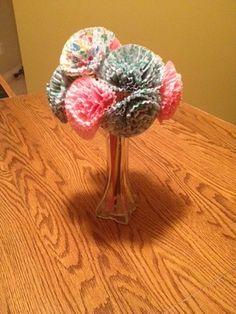 6 Cupcake Liner Flower Crafts Cute Crafts, Yarn Crafts, Crafts To Make, Arts And Crafts, Diy Crafts, Cupcake Liner Crafts, Cupcake Liner Flowers, Cupcake Liners, Flower Crafts