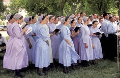 Mennonite history began in Switzerland with the Anabaptist movement. Learn how persecution and schisms affected nearly 500 years of Mennonite history. Amish Family, Amish Culture, Amish Community, Plain Dress, Amish Country, People Of The World, Simple Living, Simple Outfits, Girl Outfits