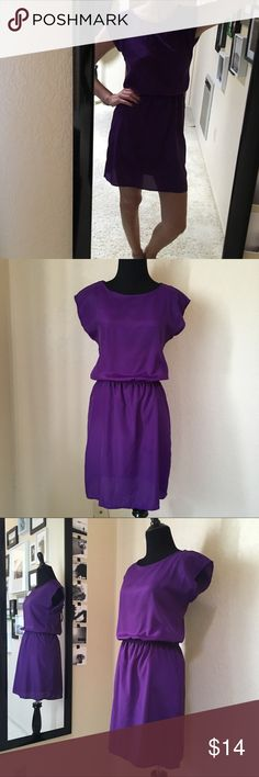 "🦄 Purple Loose-Fitting Short Sleeve Dress DETAILS: Purple Light Weight Short Sleeve Above-The-Knee Dress with Tie Back  SIZE: XS-S (black dress form & my measurements: 5'6"" height // 34C bust // 24.5"" waist // 34.5"" hips)  CONDITION: Great  SHIPS QUICKLY! same or next business day if purchased before 12pm PST / 1-2 business days if after 12pm PST Speechless Dresses Mini"