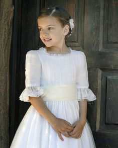 #leonorysofia #vestidoscomunion #trajes #amedida #ceremonias #arras #bautizos #comunion #modainfantil #artesaniainfantil First Communion Dresses, Baptism Dress, Little Girl Fashion, Kids Fashion, Marriage Dress, Vintage Baby Clothes, Kids Frocks, Heirloom Sewing, Bridesmaid Dresses