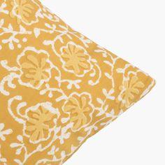 Cojín de algodón mostaza. Mustard cotton cushion.