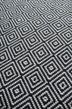 Diamond Flatweave Black & White Stair Runner by Hartley and Tissier flur mit treppe Black And White Carpet, Black And White Stairs, Beige Carpet, Patterned Carpet, Modern Carpet, Black White, Chevron Carpet, Yellow Carpet, White Walls