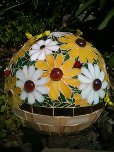 Daisy Mosaic Gazing Ball . Bowling Ball . Garden Sphere . Marbled Glass . Bee Beads . Lady Bug Beads . White & Yellow Daisies in a Basket