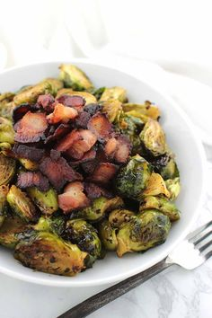 This Maple Bacon Brussels Sprouts recipe from Lexi's Clean Kitchen will have your family craving these healthy greens like never before! Fodmap Recipes, Paleo Recipes, New Recipes, Paleo Food, Food Food, Holiday Recipes, Recipies, Lexi's Clean Kitchen, Clean Plates