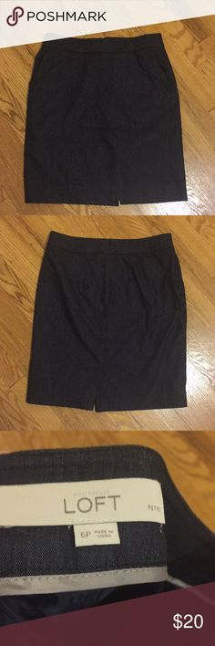 Ann Taylor LOFT pencil skirt The wardrobe stable every working gal needs - a simple pencil skirt! As a bonus, this one has pockets! Ann Taylor LOFT 6p. EUC. Fully lined, navy blue. Pair with pumps and a button down for an incredibly clean, put together look. LOFT Skirts Pencil