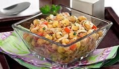 Португальский салат из нута и консервированного тунца