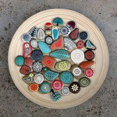 Creative Diy Ideas For Pebble Art Crafts! Pebble Painting, Dot Painting, Painting Patterns, Pebble Art, Stone Painting, Stone Crafts, Rock Crafts, Art Rupestre, Art Pierre