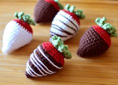 Crochet pattern: Chocolate Covered Strawberries amigurumi by Crochet Spot for sale on Etsy Crochet Strawberry, Crochet Fruit, Crochet Food, Love Crochet, Crochet Gifts, Crochet Patterns Amigurumi, Crochet Dolls, Food Patterns, Chocolate Covered Strawberries
