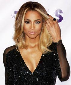 Ciara chokladbrunt hår med varm blond eller guld hårfärg, pe