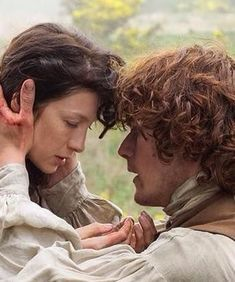 Claire and Jamie.protecting after rape scene Diana Gabaldon Outlander Series, Outlander Quotes, Outlander Season 1, Outlander Book Series, Outlander 3, Sam Heughan Outlander, Claire Fraser, Jamie Fraser, Jamie And Claire