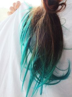 Teal dip-dye in brown hair... DOING THIS TO MY HAIR THIS SUMMER!