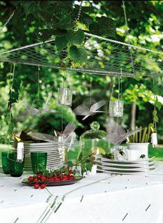 Ciel de table en grillage orné de photophores et de libellules dans la même matière