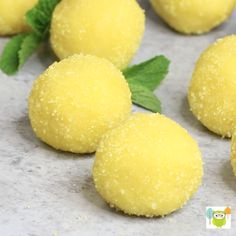 Easy Lemon Truffles - bite size desserts bursting with lemon flavor, perfect for summer! Bite Size Desserts, Lemon Desserts, Lemon Recipes, Lemon Cakes, Coconut Cakes, Lemon Truffles, Cake Truffles, Kitchen Gourmet, Candy Recipes