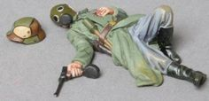 World War 1 German Army GW032B Dead Officer Wearing Gas Mask - Made by Thomas Gunn Military Miniatures and Models. Factory made, hand assembled, painted and boxed in a padded decorative box. Excellent gift for the enthusiast.