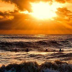 Ola.  #Uruguay #atardecer #sunset #olas #waves #surf #playa #beach #América #turismo #travel #Travelgram