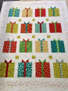 Holiday Quilts | Christmas quilt | quilts - maybe I can make this by next christmas!!
