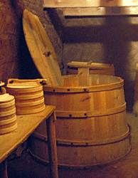 Cooked meats were preserved in vats of sour whey (súrr). The lactic acid in the sour liquid prevented the meat from spoiling.