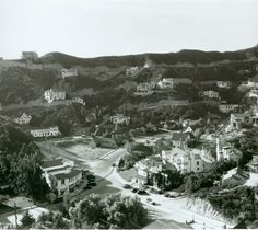 Hollywoodland-the large curved building in the lower left quadrant is the Beachwood Market...