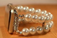 Beautiful handcrafted watch bands for you Apple Watch Cute Jewelry, Beaded Jewelry, Handmade Jewelry, Beaded Bracelets, Beaded Watches, Jewelry Watches, Apple Watch White, Apple Watch Bands Fashion, Pearl White