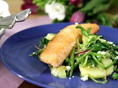27 sanbblagade recept med lax. Bild_ Lax med spenat- och ärtsallad Translate from Swedish -  27 quick recipes with Salmon. Picture Salmon with Spinach- and Peas Salad)