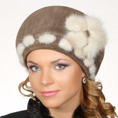 Берет с норкой - женские головные уборы от производителя. Продажа женских шапок оптом в Москве. Компания Альтаир - женские шапки из замши с нерпой, кожи, трикотажа, кашемира.