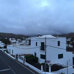 Tolles Schauspiel wie der Nebel über die Vulkane hinweg zieht... #lanzarote #nicetobehere #placetobe #chillimilli