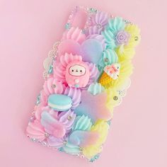 would you want a phone case like this? I DO!!!!!!!!💖🍦🌈 Diy Resin Phone Case, Decoden Phone Case, Kawaii Phone Case, Cute Phone Cases, Pink Christmas Decorations, Diy Galaxy, Birthday Candy, Kawaii Room, Kawaii Accessories