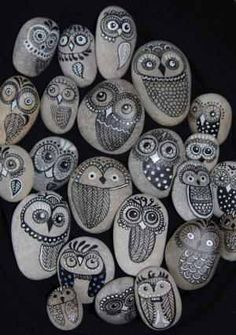 Eulen, handgemalt auf Isarsteinen Owls, handpainted on Isar (a river in Bavaria/Germany) stones