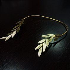 Gold Big Olive Leaf necklace choker '' Physis
